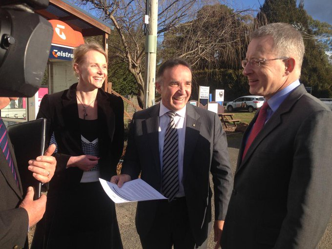 With Bass MPs @andrewnikolic (fed) & Sarah Courtney (Tas) announcing new mobile base station for Nunamara #commsau http://t.co/gbAX223oGn