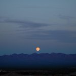 #fullmoon taken by Chuck Anthony Brulet tonight. Looking at the Santa Rita Mts from #GreenValley #AZwx #Tucson http://t.co/flBrtQSXdn