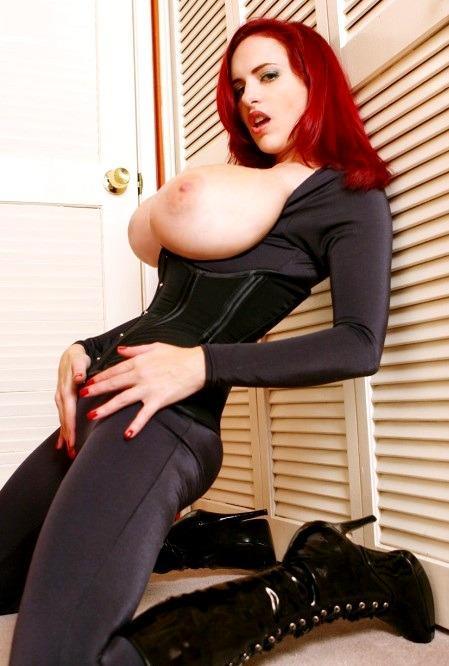 эротические фото в облегающей одежде