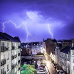 This cracking shot was captured in #Edinburgh last night! Did YOU see the lightning over #Scotland? Via IG/56_north http://t.co/t5bzVKtQha