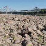 Tschechien schickt etwas Wasser durch die Elbe - Pegel wieder etwas höher ... http://t.co/SUQeOvh3jm #Dresden http://t.co/8UrU3a8tpI