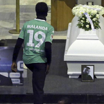 Wolfsburg have retired the number 19 shirt in tribute to the late Junior Malanda. A class act. http://t.co/CBJLYeymPQ