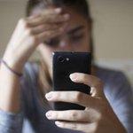 El #bullying no es cosa sólo del entorno escolar, también se puede sufrir en vacaciones desde tu móvil #DENUNCIA http://t.co/Ndnwf3sebZ