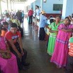 Indígenas esperan al presidente Juan Carlos Varela para reunión en Tolé,para reunión sobre Barro Blanco. http://t.co/2eMsoDB57J @neyabdiel