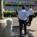 Un jeune homme blessé par balle ce jeudi après-midi sur la place du #Breil a #Nantes http://t.co/Jxd7MrKyBB
