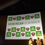 Gleich wird das neue Dynamo-Heimtrikot im Rundkino vorgestellt! Es wird definitiv gelb sein! ????#neugier #sgd1953 http://t.co/oXpSM4TS5a