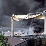 Incendio a Nova Milanese, desposito di sostanze chimiche divorato dalle fiamme http://t.co/17IuomOpVE #Milano http://t.co/w0wB3B9HlS