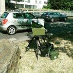 Wiesbadener Stadtpolizei hält mich fest, weil ich Blitzer fotografiert habe. Gerät habe  Persönlichkeitsrechte. http://t.co/I24L29Pigd