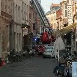 Dakbrand in café Den Delper in Parijsstraat in #Leuven. Brandweer is ter plaatse #robnieuws http://t.co/Bb7gsYWgZ2
