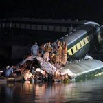 14 killed as train falls into canal in Pakistan - SAMAA TV http://t.co/Z8m0mK43Y4 http://t.co/2izP7wmik4
