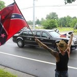 Obama was greeted by Confederate flags when he got to Nashville yesterday: http://t.co/hC5OzpwB6g http://t.co/3YDQs4dnpD