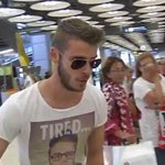 David de Gea lands in Madrid, but Manchester United fans can relax... http://t.co/CLSVnpIPaz #mufc http://t.co/05ig4LFDru