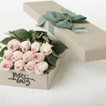 #Competition time! RT & FOLLOW us AND @RosesOnlyLondon for the chance to win a box of #summer #roses worth £49????#love http://t.co/ACOeoZmeal