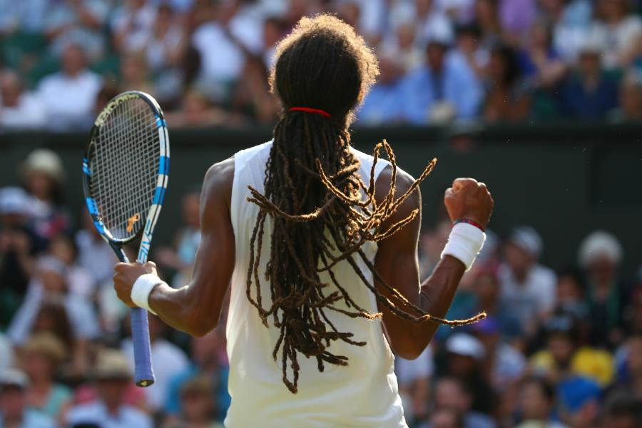 A huge upset is brewing on Centre: Dustin Brown takes the 3rd set 6-4 to lead Rafael Nadal by 2 sets to 1 #Wimbledon