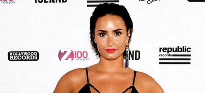 .@ddlovato's new summer looks are almost too caliente to handle: http://t.co/bR7DW5eeqt http://t.co/59LYn2fMOf