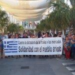 Nuestros militantes y concejales/es en la concentración de apoyo al pueblo griego y contra el chantaje de la troika http://t.co/Q7p0EjL4oO