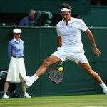 Roger Federers incredible shot had the #Wimbledon2015 crowd on their feet http://t.co/s6wFsQLerp http://t.co/Itnq8VBLPy