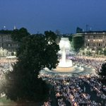Luna rossa, piazza bianca #cenaconme #nevicata14 #bellamilano #milano http://t.co/TsqA3LUGKT
