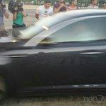 ¡Ya están dentro del Ramón Sánchez Pizjuán! Monchi entró en el coche negro y Konoplyanka en el blanco. #SevillaFC http://t.co/R2MWFQu4Nv