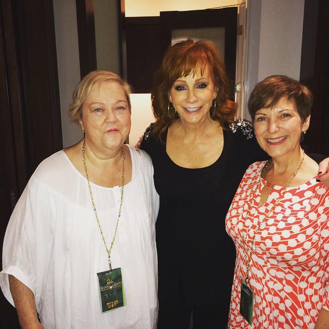 @reba sang Love Somebody from her new album last night - brilliant! http://t.co/hoNnfW7sVq @QueenofOwnLife http://t.co/pzbbzCWK4A