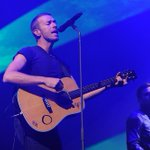 .@coldplay's #ChrisMartin gave an impromptu concert in a cafe in #India: http://t.co/No1aAL7IMl