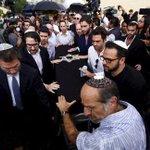 Despiden a Jacobo Zabludovsky en panteón israelita http://t.co/4ywfUTqpQk http://t.co/ItBUuNDkB8