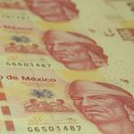 La caída histórica del peso registrada el miércoles es la peor desde 1993. Gracias a @EPN y sus reformas. http://t.co/WFo51VJ9iu