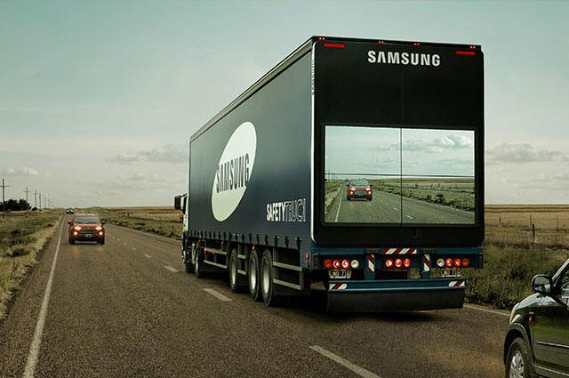 This is genius: putting a live video feed on the back of large trucks to help overtaking cars: http://t.co/KKF33EOiUQ http://t.co/szlBsPplXx
