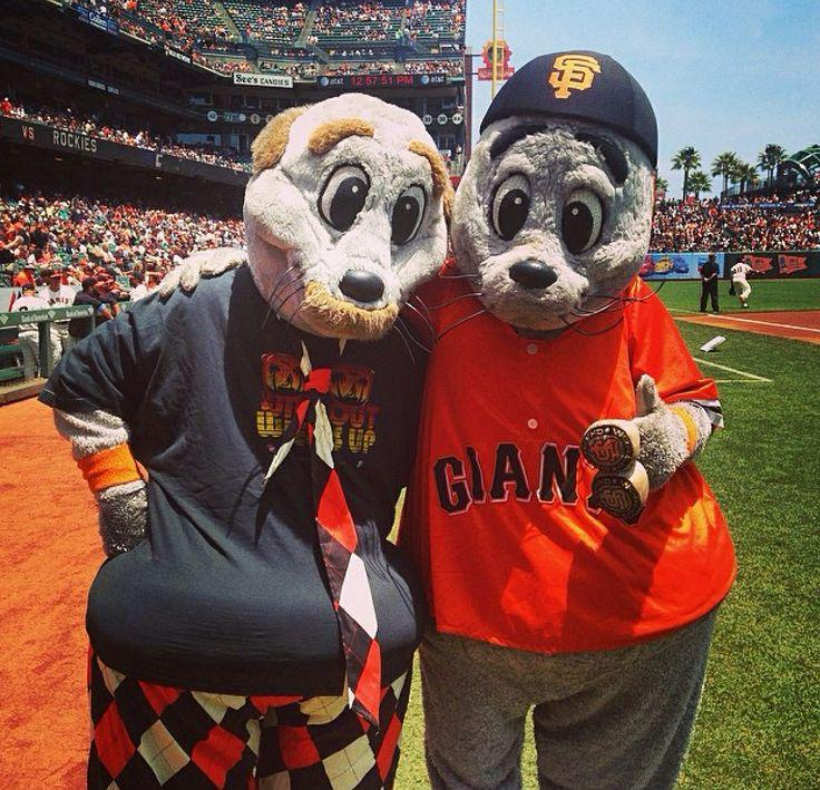 #HappyFathersDay from me & mine to you & yours! #WeAreSF #WeAreGiant #WeAreFamily @SFGiants http://t.co/fLlTH9LQTt
