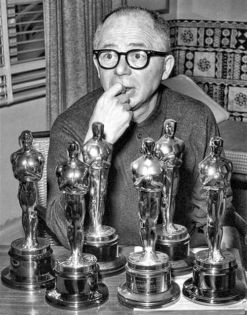 Hoy #BillyWilder cumpliría 106 años. Lo celebramos con sus 10 mejores películas  http://t.co/HJaZDHAPd1  #cine #educa http://t.co/dzHDlnnttc