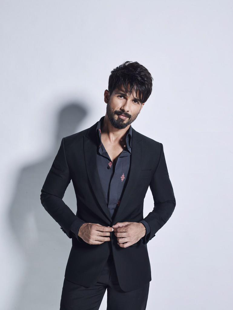 Colors welcomes the King of dance & actor par excellence @shahidkapoor to #JhalakDikhlaJaa  Coming soon 😊👍 #YouthIcon http://t.co/FLG0h9Pxt0