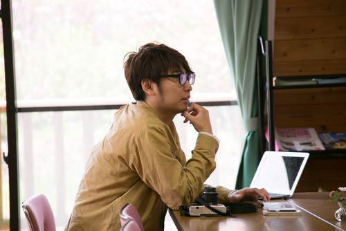 「話を聞く仕事」http://t.co/AS68uhNdfq 話を聞く。ふるまいを見る。どんなことを考えているのか感じとる。どんな人が働いたらいいのか想像し、必要な言葉を考え抜く。日本仕事百貨でスタッフを募集しています!#求人 http://t.co/dbiQ7jDcCv