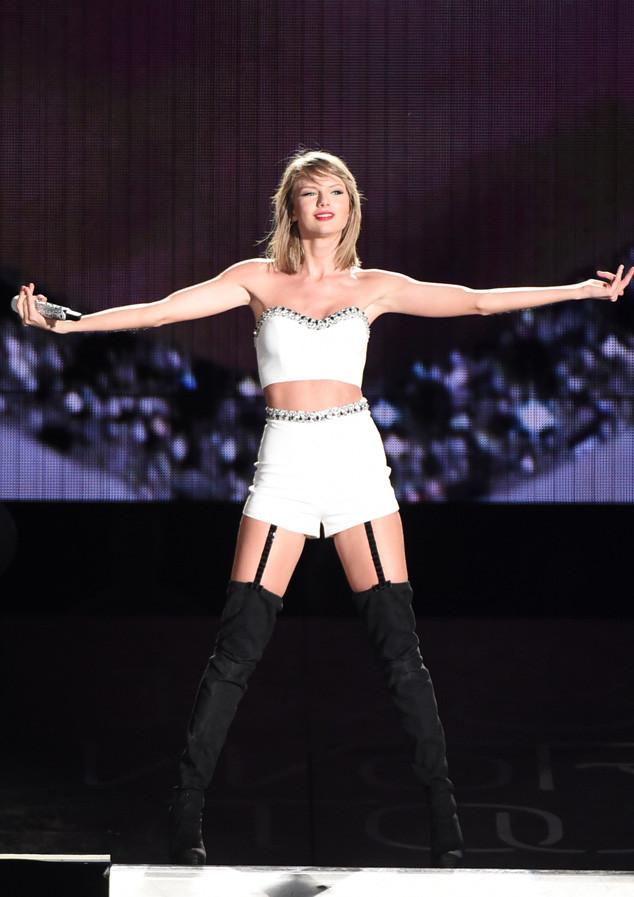 What can't she do? Taylor Swift helped two fans make one epic pregnancy announcement: