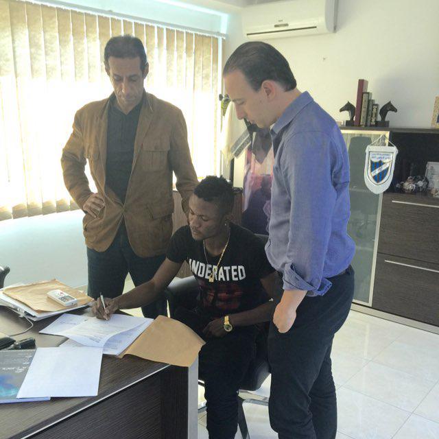 PHOTOS: #Nigeria midfielder Kingsley Sokari officially signs a 3-year contract with Esperance Sportive de Tunis http://t.co/1M3oMggyCo