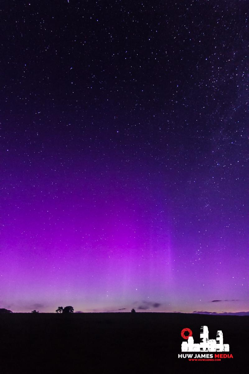 Aurora last night over @BreconBeaconsNP cc @southwalesargus @BBCRadioWales @BBCWalesNews @BBCWales @WeatherCoUK http://t.co/jqZiP7vbgl