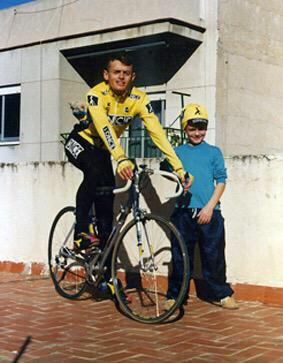 Hoy hace muchos años murió uno de mis ciclistas, hoy le sigo llorando!!! Y a si estaré hasta el próximo año!! Besos http://t.co/MnJmno0CAm