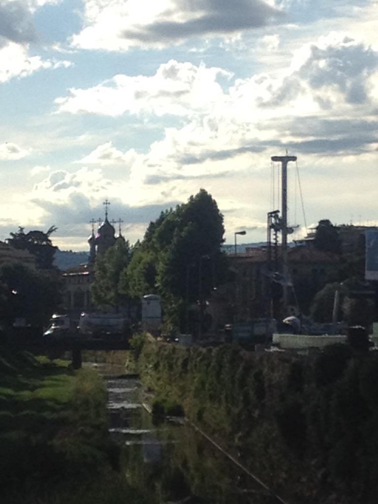 """RT @destinograzia: #Firenze #Tramvia Panorama UP & DOWN : cupola e trivella http://t.co/1qNzrirLxO<a target=""""_blank"""" href=""""http://t.co/1qNzrirLxO""""><br><b>Vai a Twitter<b></a>"""