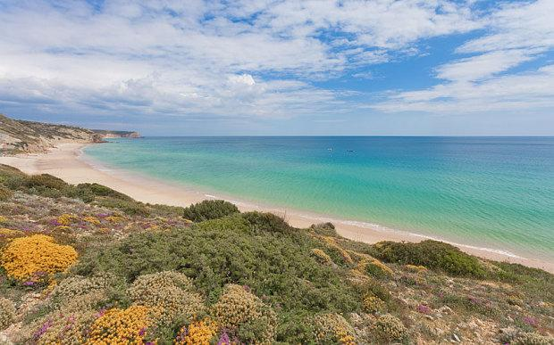 Salema is 1 of the best secret beach in Portugal. Our expert on how to explore @visitportugal