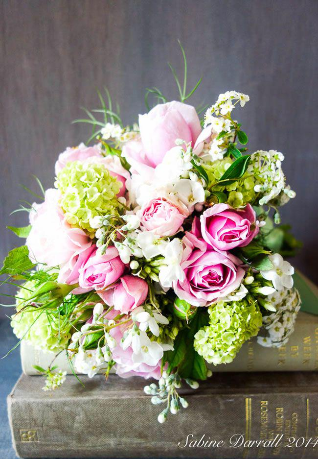 7 of the Hottest Wedding Flower Trends of 2015 via @wimagazine  http://t.co/soIchT17f2 #flowers #weddings http://t.co/bzJnqhtDxz