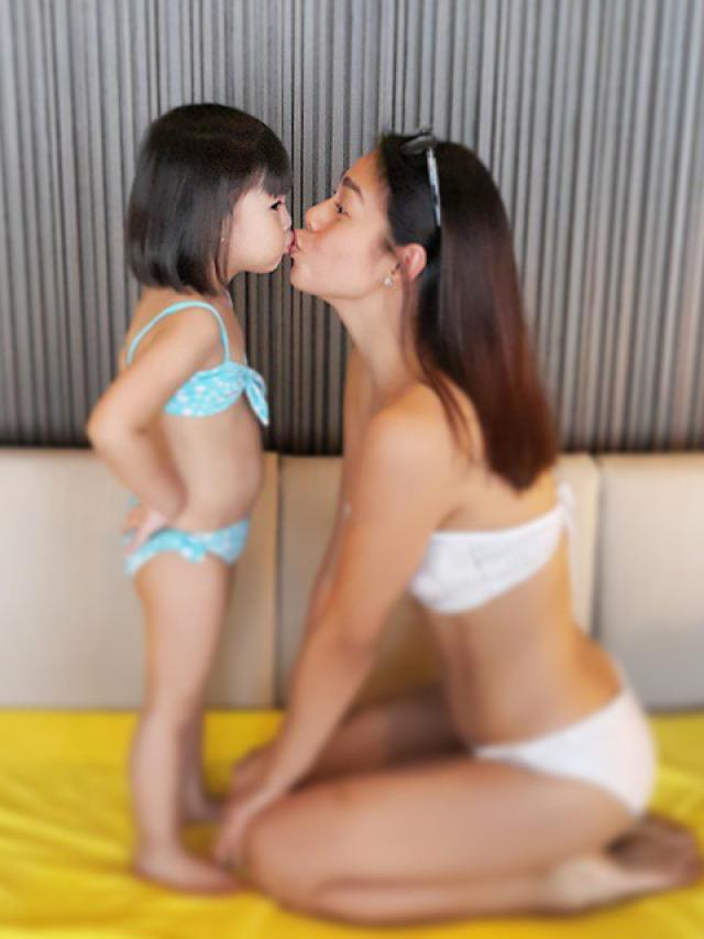 sexy latina moms