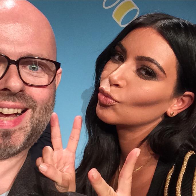I don't normally do selfies but I couldn't resist getting one with @KimKardashian. http://t.co/KphYrSqOF1