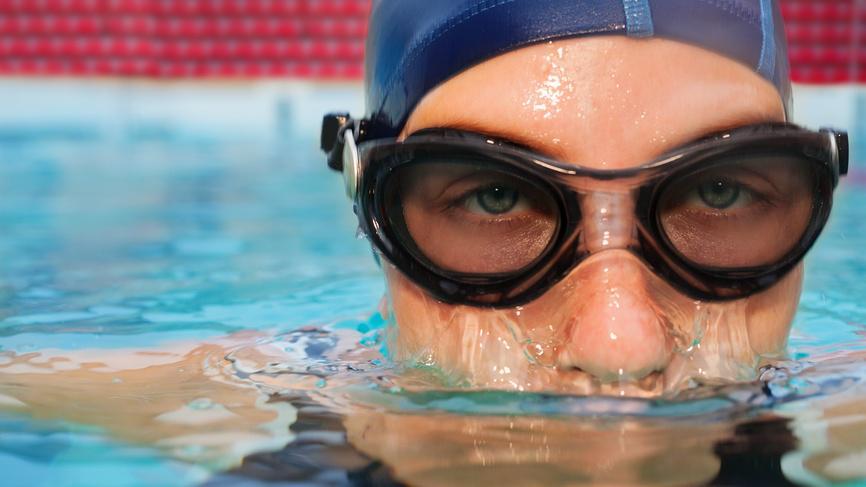 Ученые: Глаза после бассейна краснеют из-за мочи