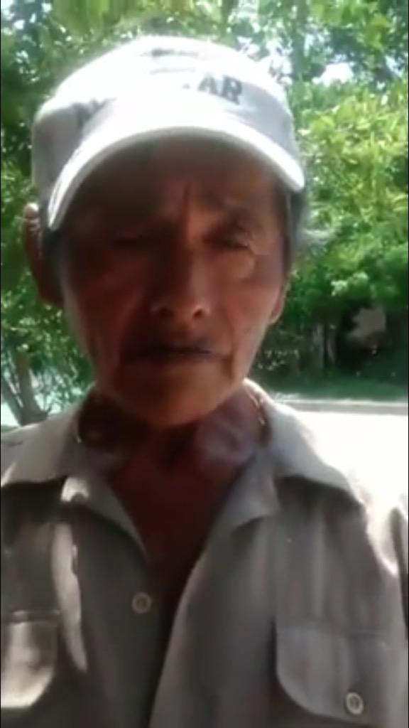 Lo reconocen? Este señor se gana la vida honradamente y hoy le robaron su vitrina con dulces. #tampico  ayudemos http://t.co/AlhspyqX8Z
