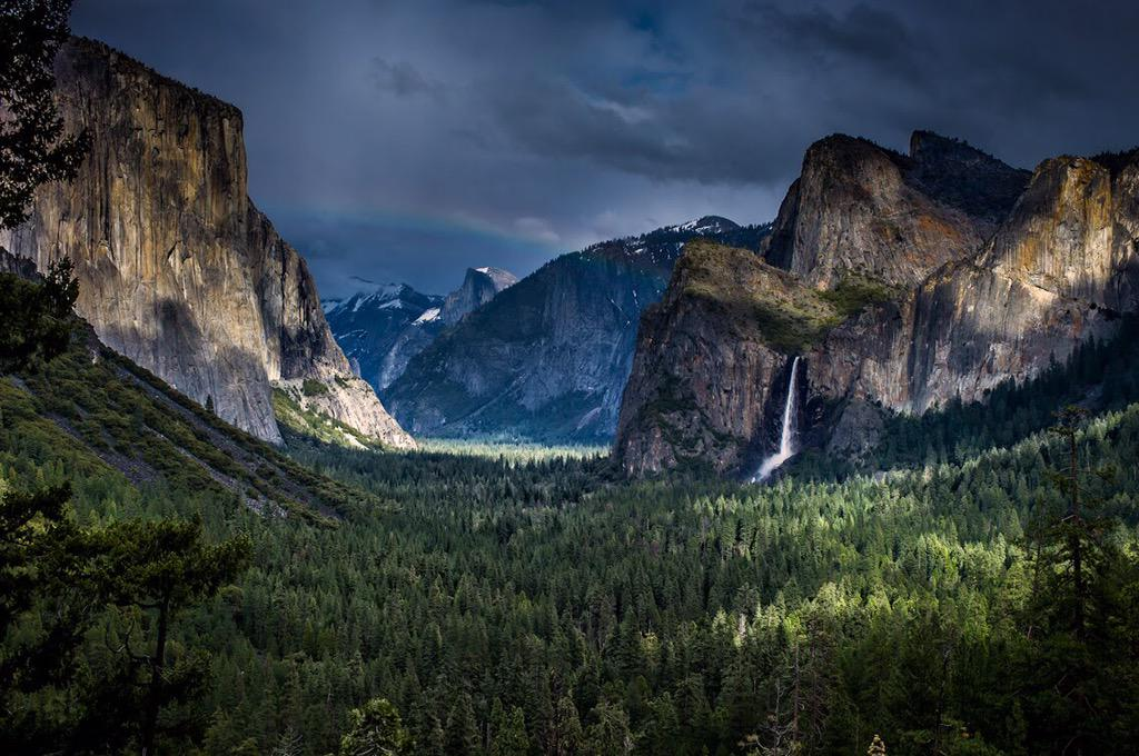 RT @Interior: Some places take your breath away. Yosemite Valley @YosemiteNPS is one of them. Pic: Ece Batchelder #California http://t.co/7…