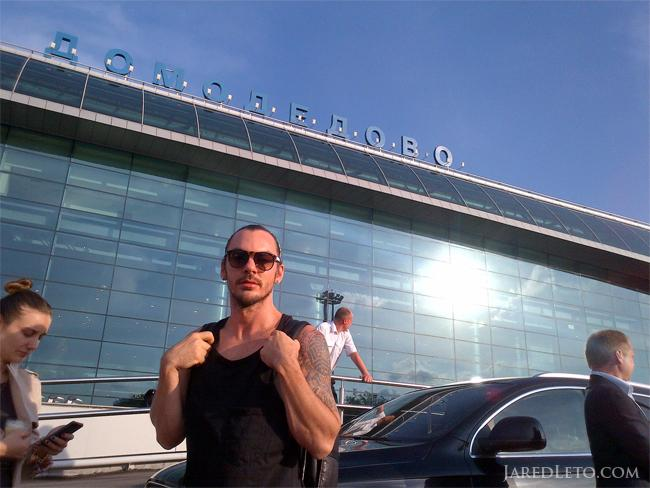 .@ShannonLeto arriving in Moscow, 2013. #fbf #NFTO http://t.co/3l554TSU6S
