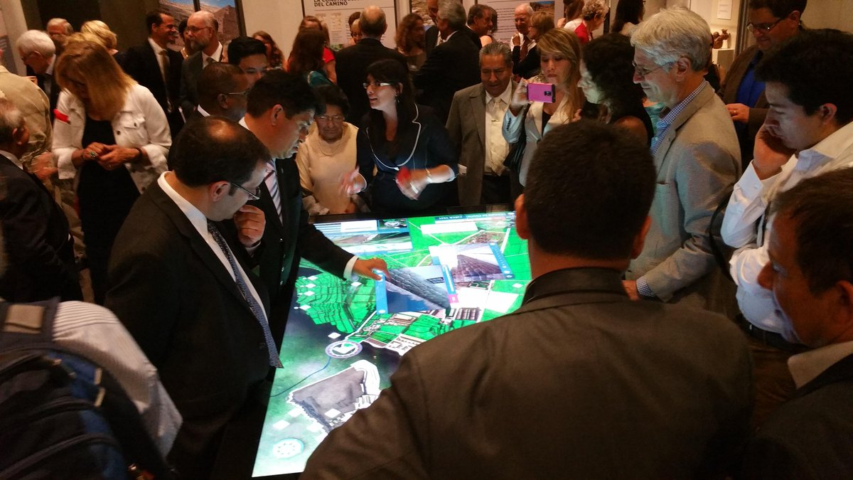 Crowding around the Cusco 3D exhibit! Great to see such interest. A great opening tonight  @SmithsonianNMAI http://t.co/4Zc75InUwJ