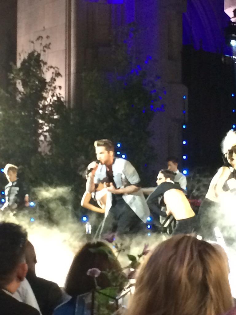Adam Lambert performing Ghost Town at @LogoTV #TrailblazerHonors http://t.co/4TSOcYmbXi