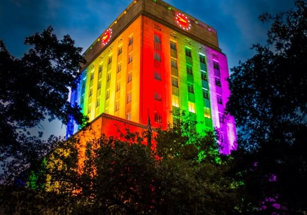 We have a lot of PRIDE here in Houston. Here's where to celebrate this weekend: http://t.co/OzOPLNhSAH http://t.co/WjFlGzUuPy