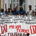 Griegos, divididos sobre referéndum por deuda http://t.co/cbBygfjB2G http://t.co/jtMoOAcZOx