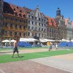 Bezdomni mają swoje mistrzostwa we #Wroclaw.iu. Boisko już powstaje. #Weekend #Rynek zapraszamy. http://t.co/6EWkphqeHy